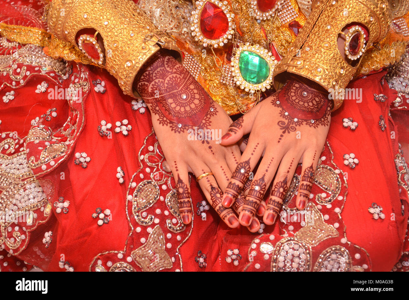Henna On Hands Of Indonesian Wedding Bride Stock Photo 172335839
