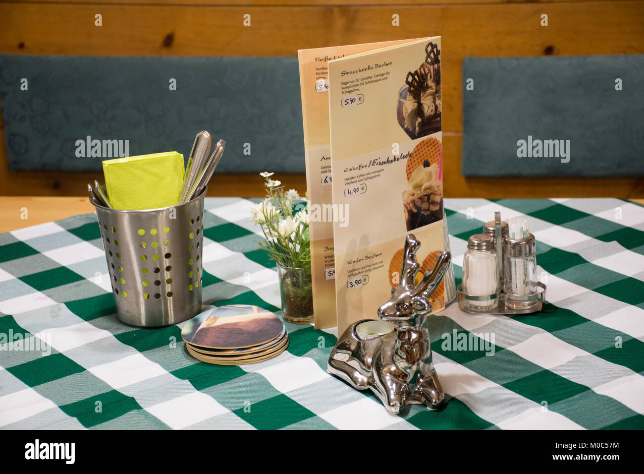Dining Accessories For Eat On Table In Dining Room At Restaurant In - Restaurant table accessories
