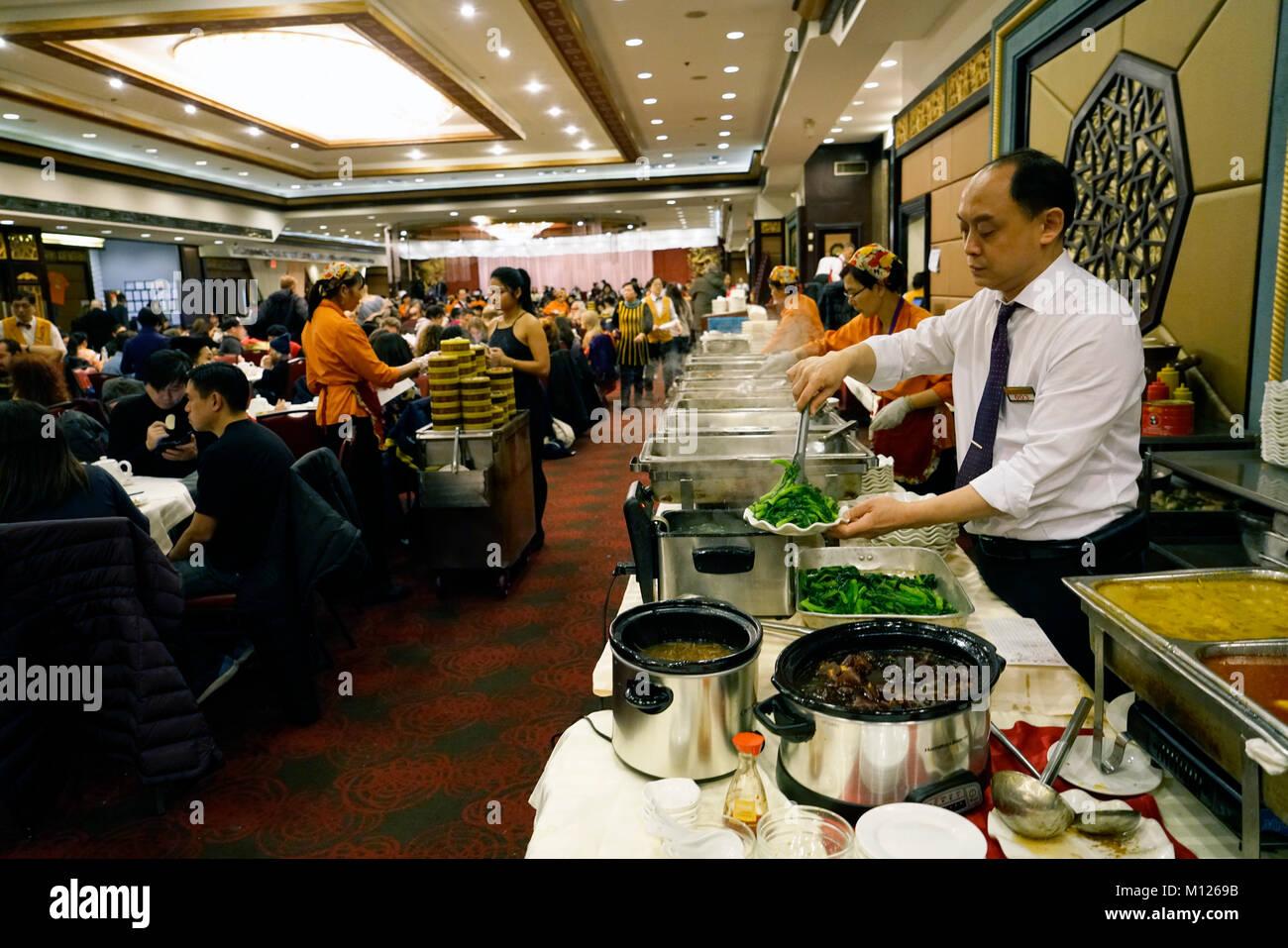 Crowded Restaurant Stock Photos & Crowded Restaurant Stock ...
