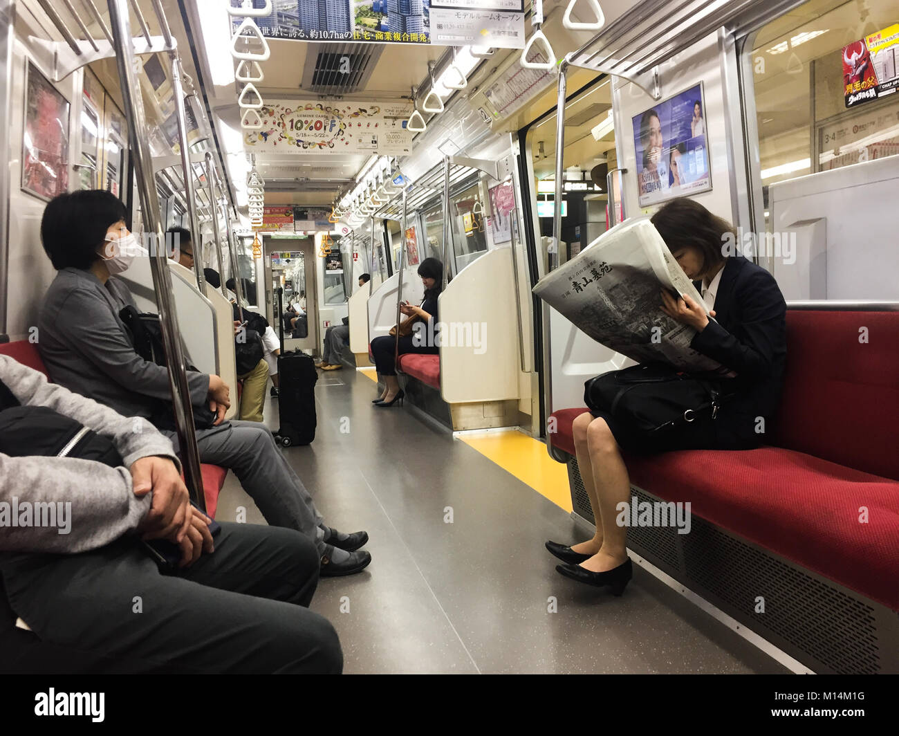 Crowded Subway Car Stock Photos & Crowded Subway Car Stock ...