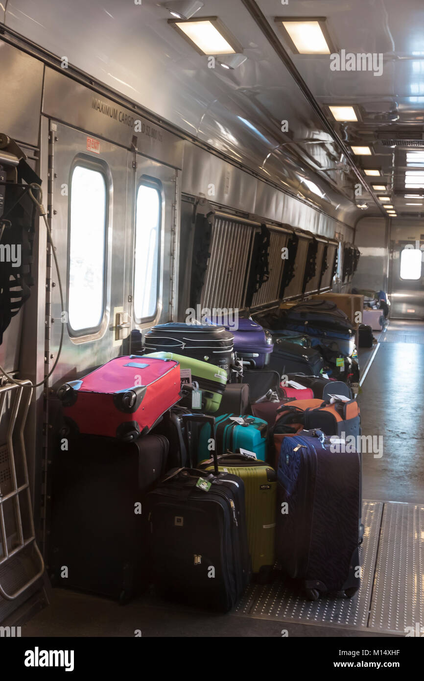amtrak train passengers stock photos amtrak train passengers stock images alamy. Black Bedroom Furniture Sets. Home Design Ideas