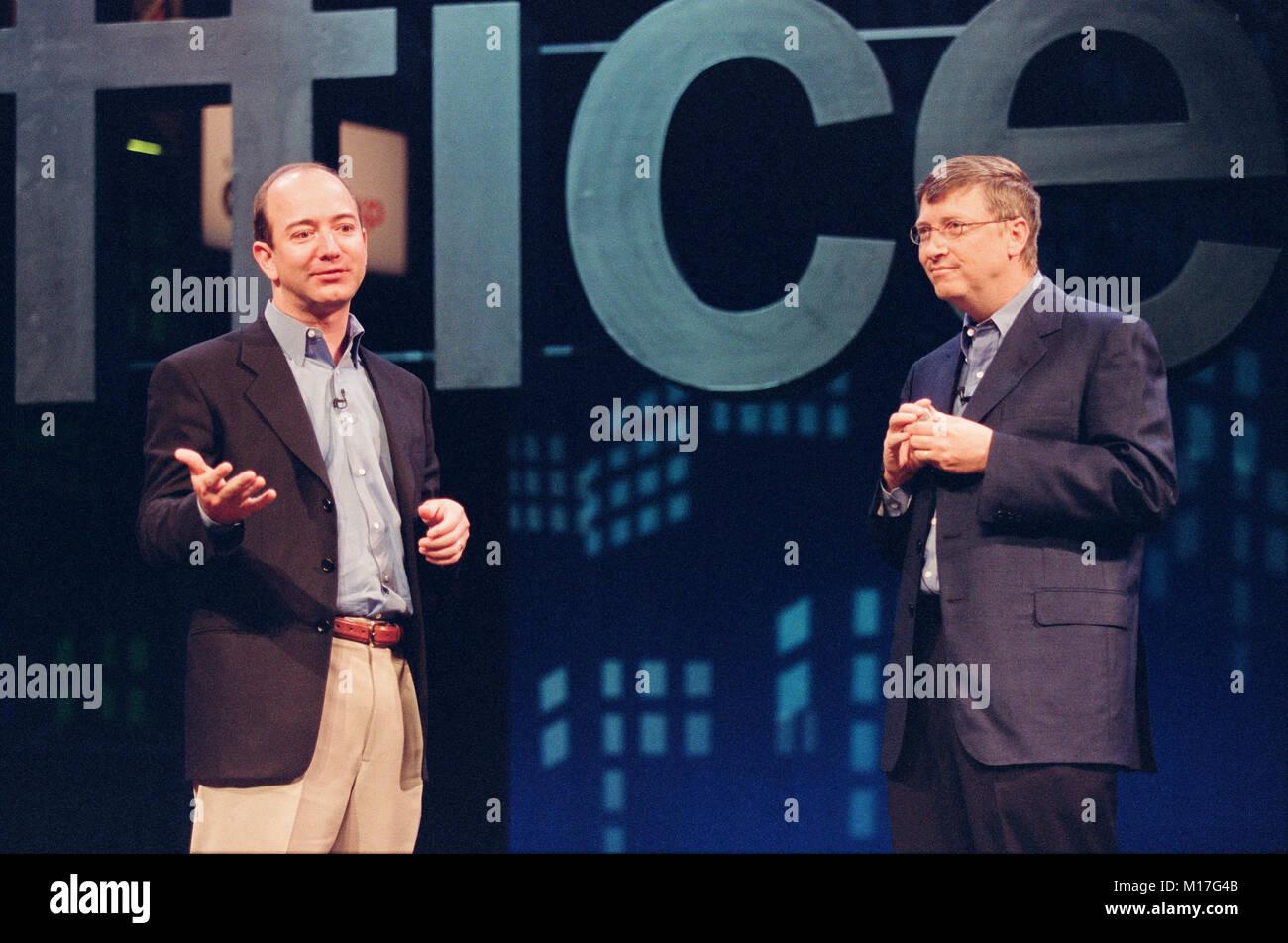 Amazon Com Ceo Jeff Bezos L With Microsoft Ceo Bill Gates R At