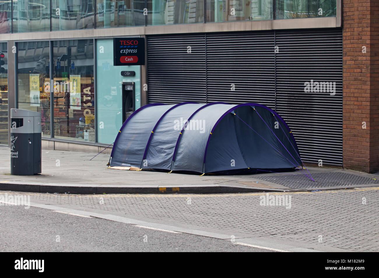 Liverpool UK. 28th January 2018. A homeless man has set up his tent & Homeless Tent Uk Stock Photos u0026 Homeless Tent Uk Stock Images - Alamy