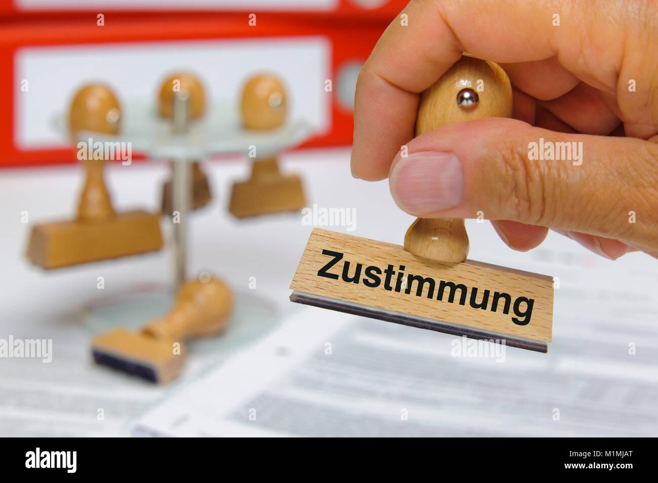 Stempel in Hand beschriftet mit Zustimmung Stock Photo: 173171792 ...