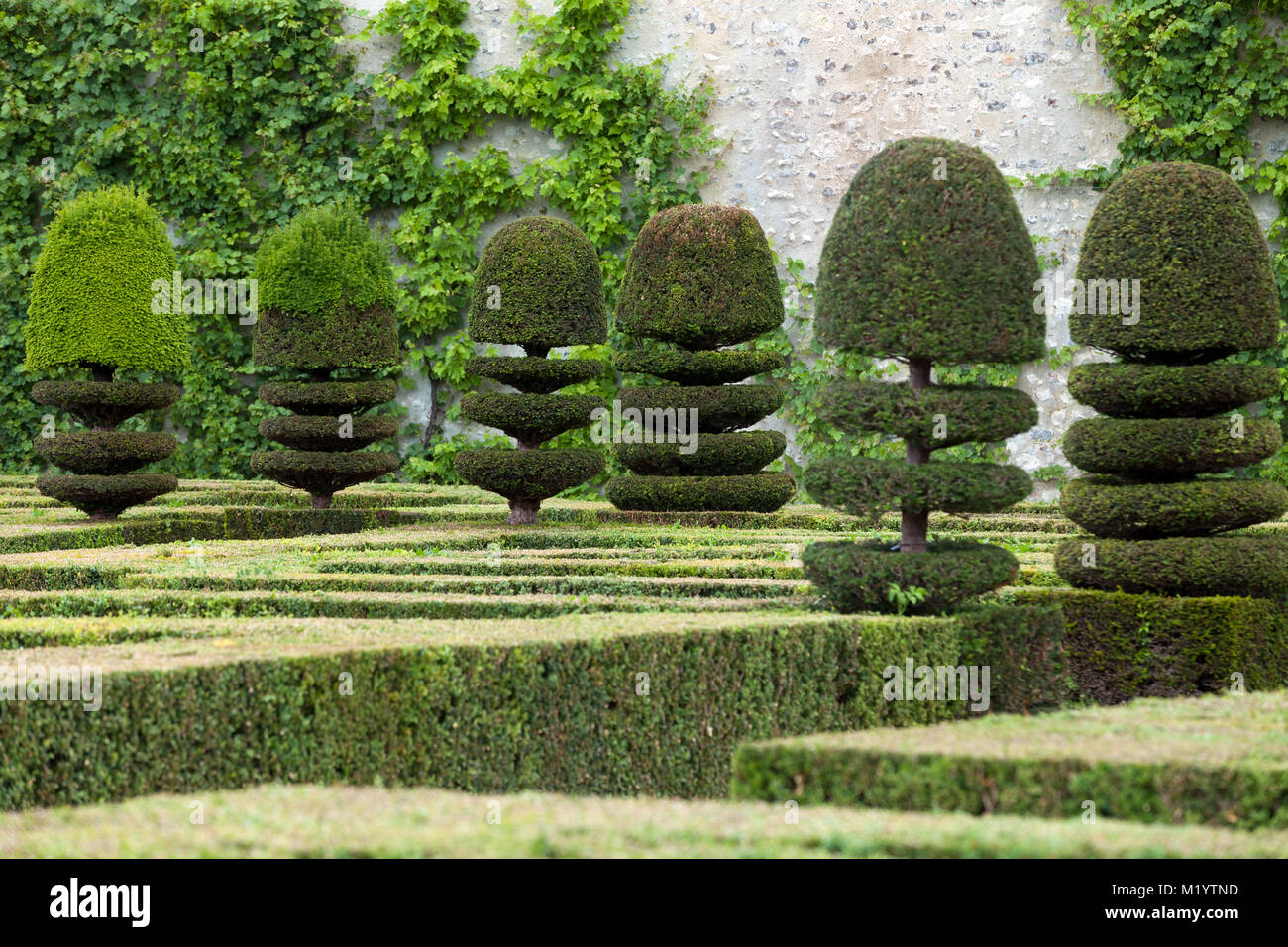 Splendid, decorative gardens at castles in France Stock Photo ...