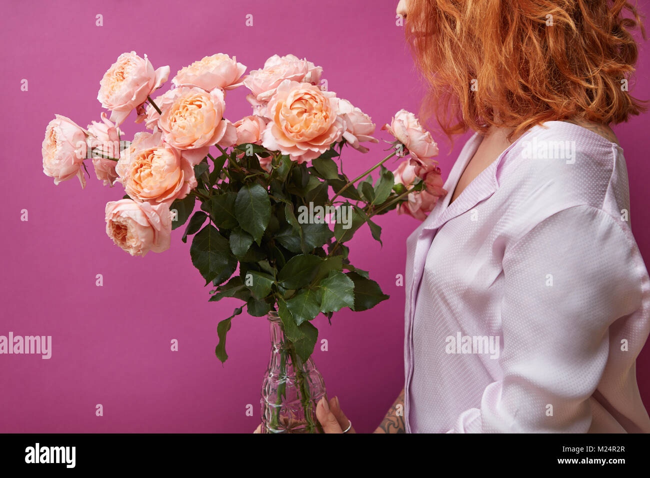 Woman Holding A Big Bouquet Of Pink Roses Stock Photo 173438911 Alamy