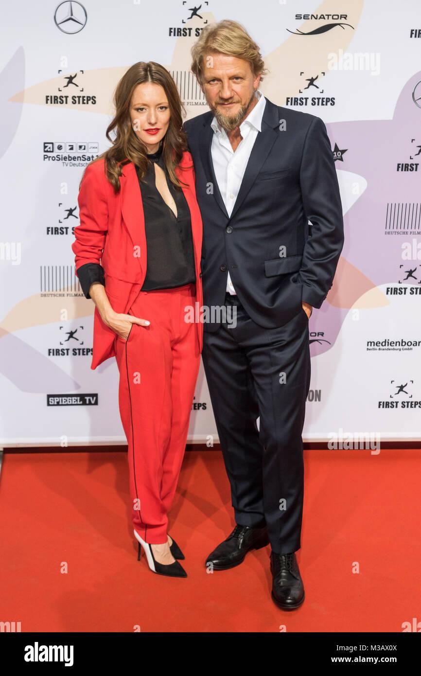 Lavinia Wilson und Soenke Wortmann auf dem roten Teppich bei der ...