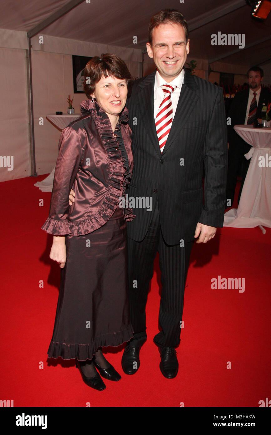 Ehefrau stock photos ehefrau stock images page 7 alamy for Dieter thomas heck gestorben
