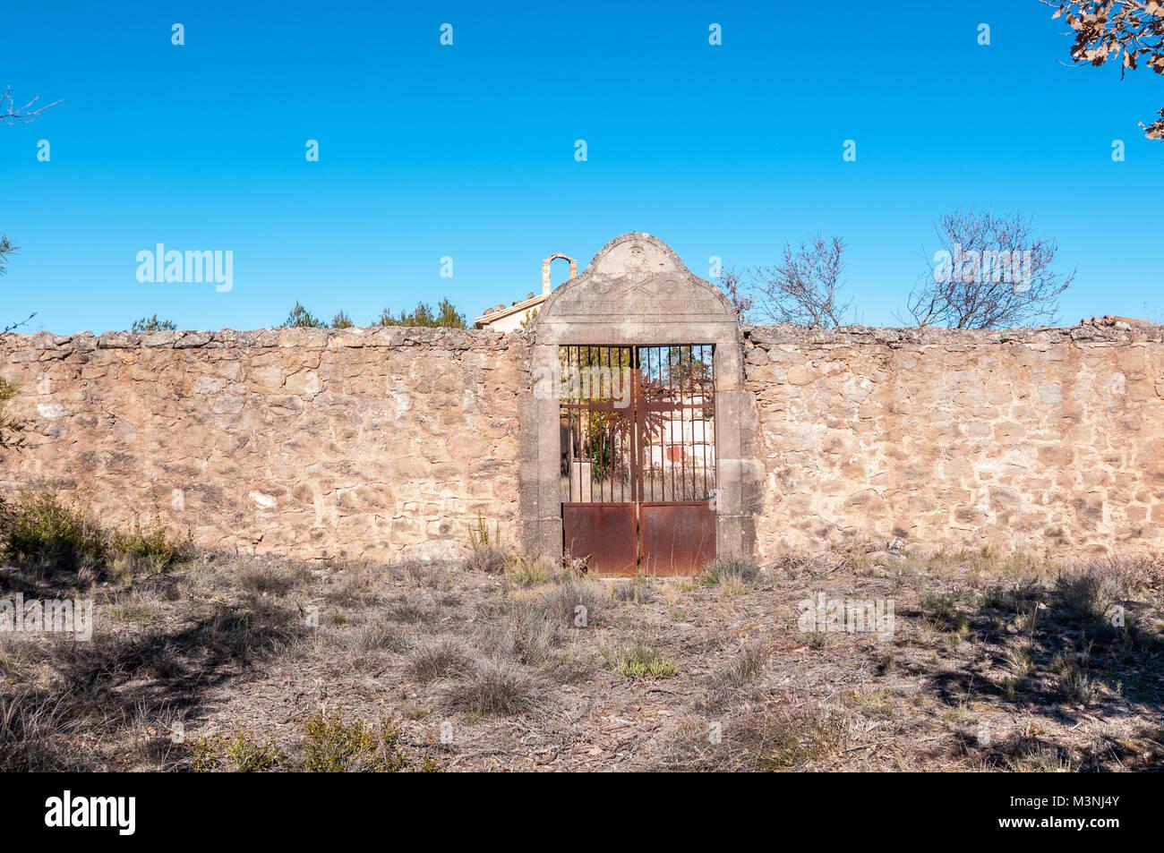 Oxidized rock stock photos oxidized rock stock images for Piscina aguilar de segarra