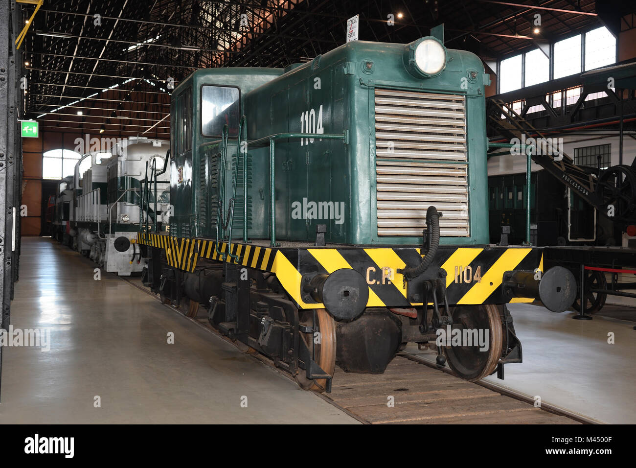 how to drive a diesel electric locomotive