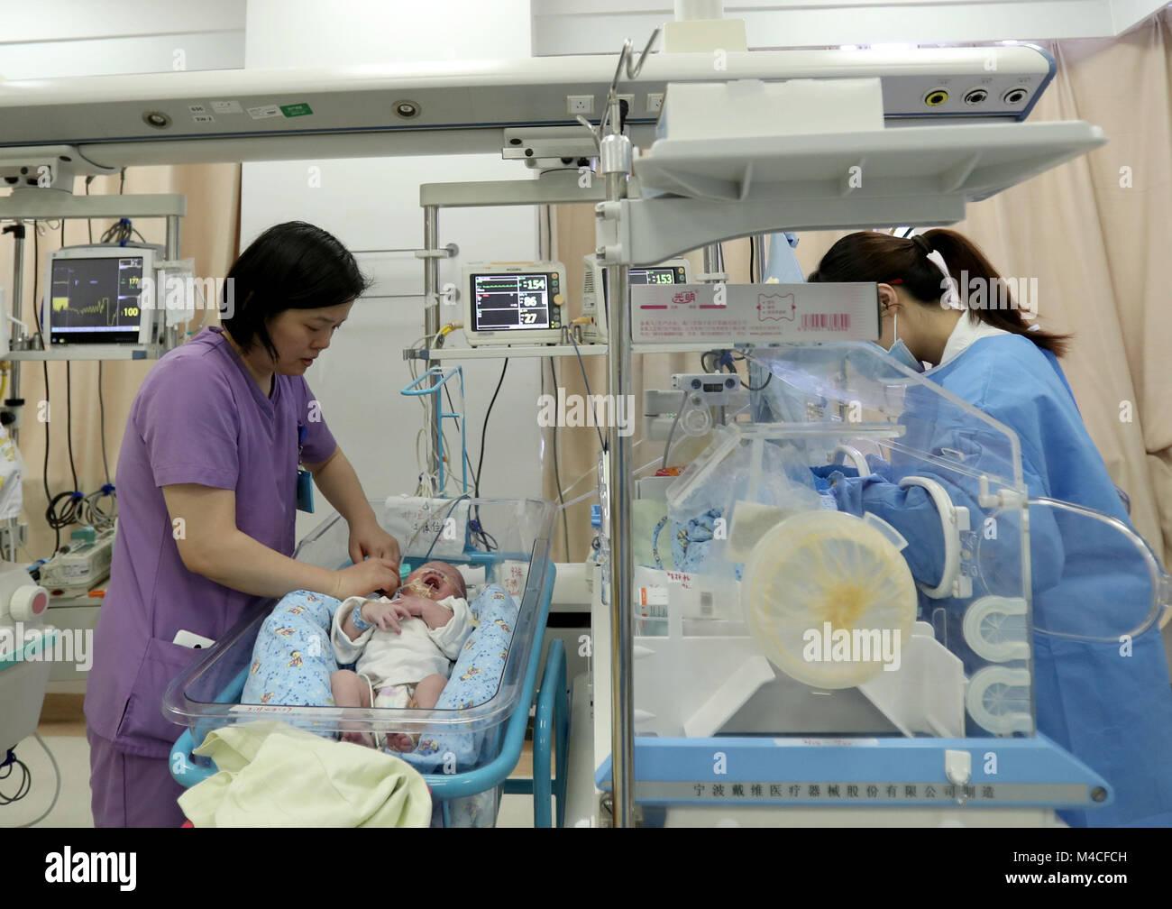 Shanghai China 15th Feb 2018 Head Nurse Li Lilingr Takes Care