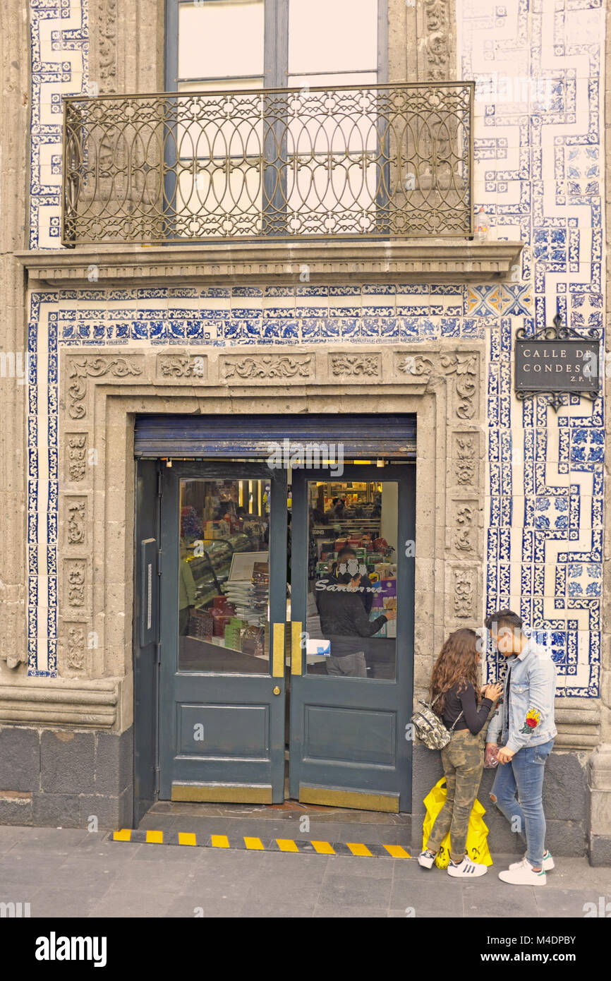 Azulejos house stock photos azulejos house stock images for Casa de azulejos