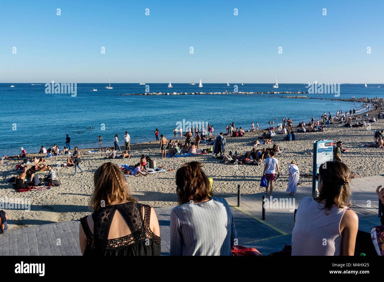 Strand Von Barcelona An Einem Gut Besuchten Sonntag Im Herbst Mit