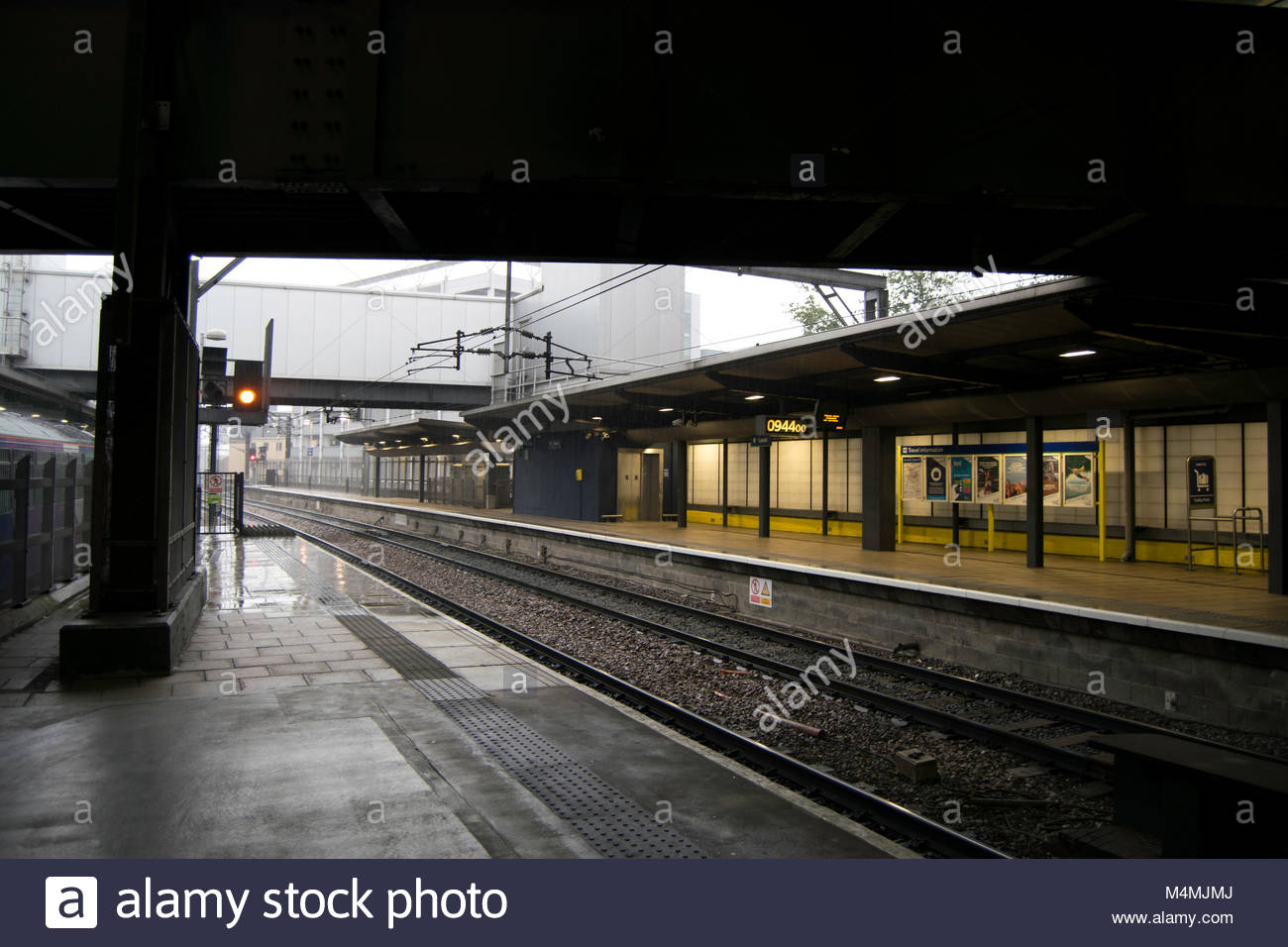 leeds train station stock photos leeds train station. Black Bedroom Furniture Sets. Home Design Ideas