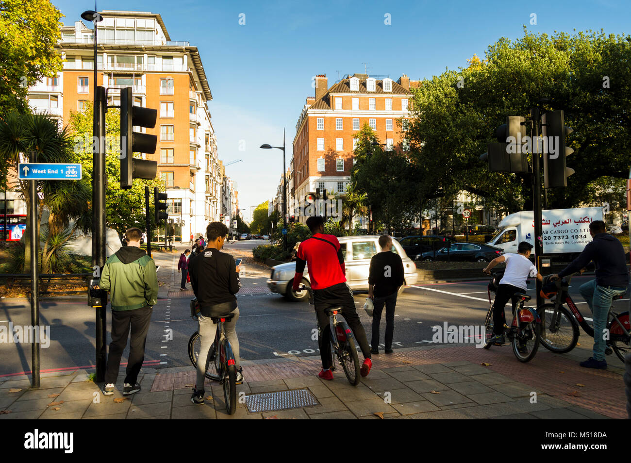Cycle Fashion London Stock Photos & Cycle Fashion London ...