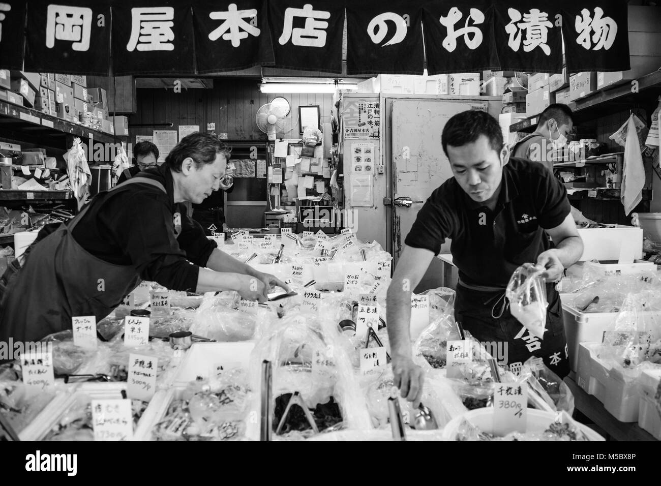 Market vendors black and white stock photos images alamy for Tsukiji fish market chicago