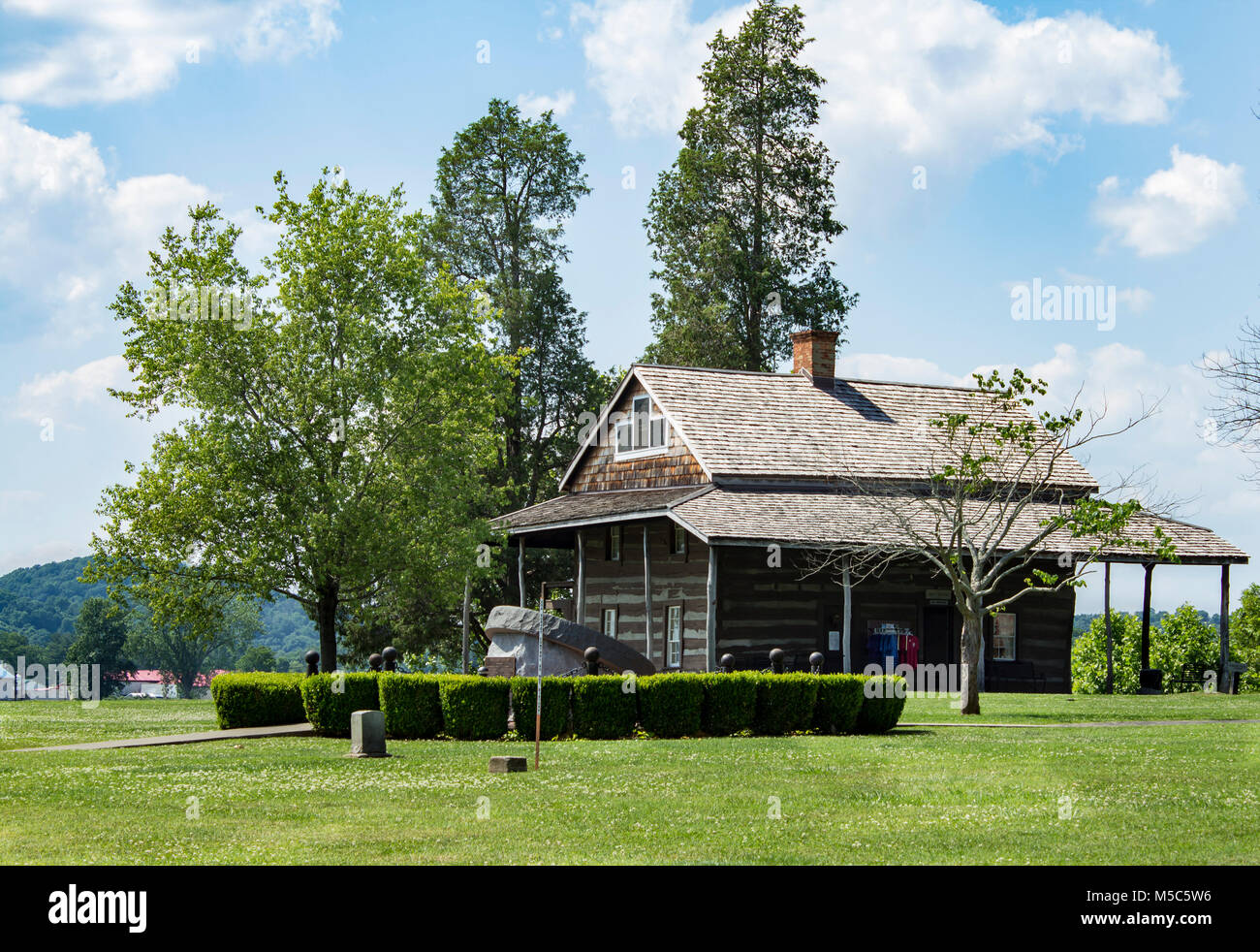 Tu Endie Wei State Park Wv Cabin Stock Photo 175445010 Alamy