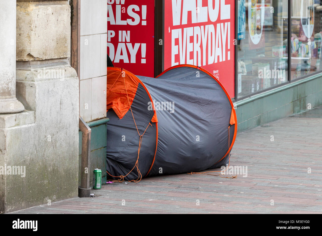 North&ton U.K. 23rd February 2018. Weather. Homeless living in a tent in a : living in a tent uk - memphite.com