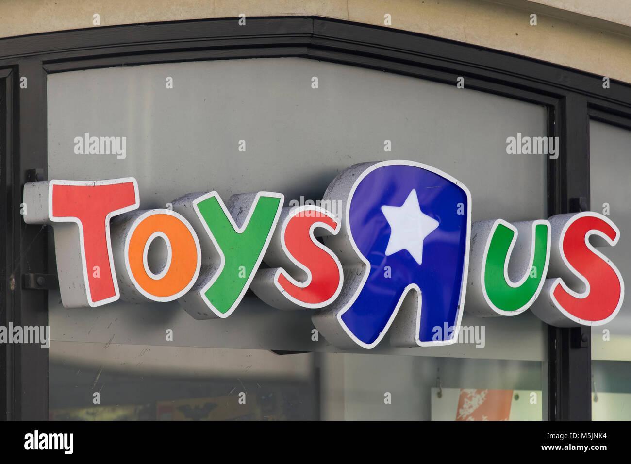 Toys R Us Logo Stock Photos Amp Toys R Us Logo Stock Images