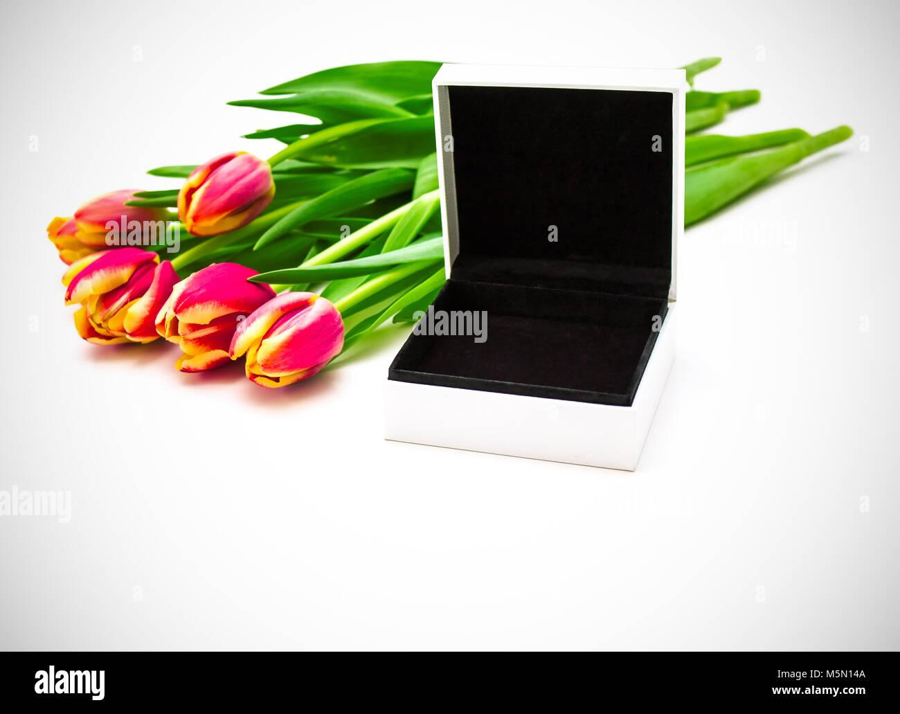 Open empty gift box 423342f6f9