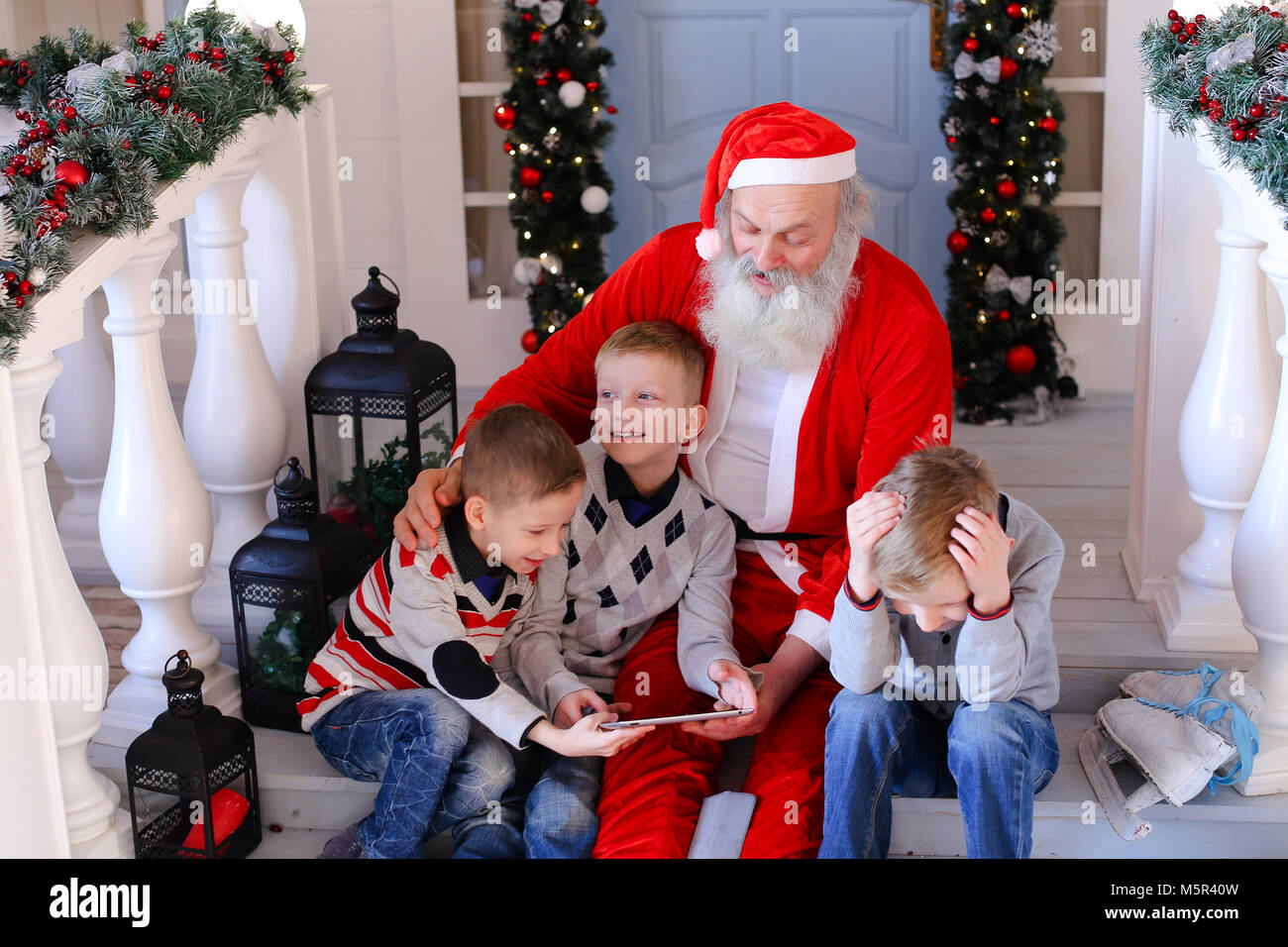 santa claus paying with kids - Santa Claus With Kids