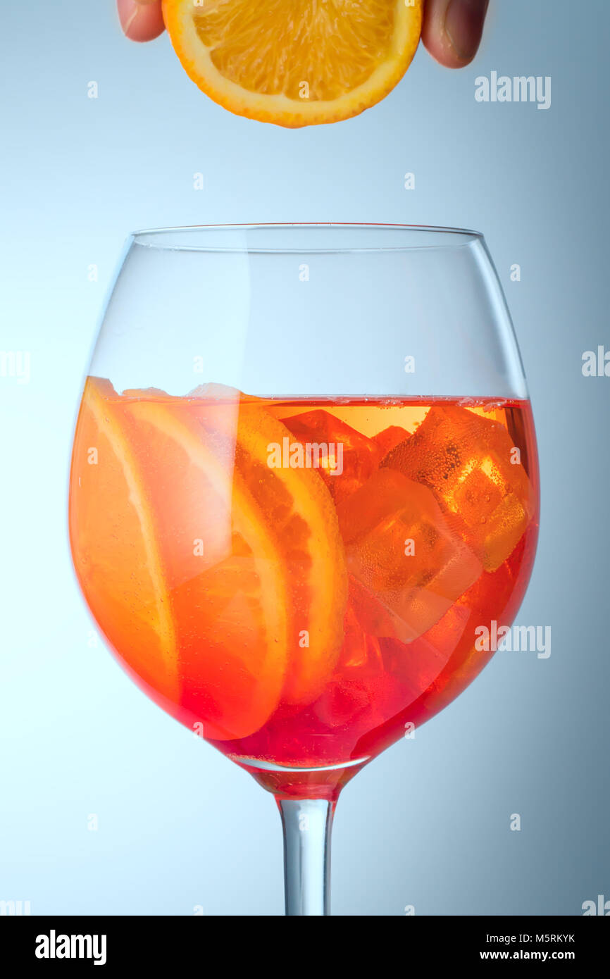 Spritz drink stock photos spritz drink stock images alamy for Cocktail spritz
