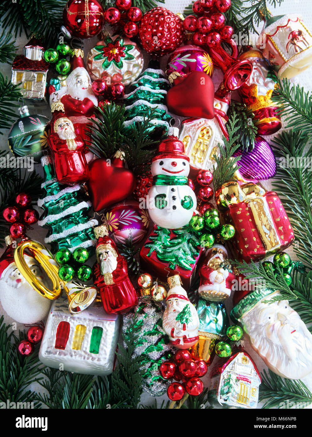 ASSORTED CHRISTMAS TREE ORNAMENTS - kx13078 MAT002 HARS OLD ...