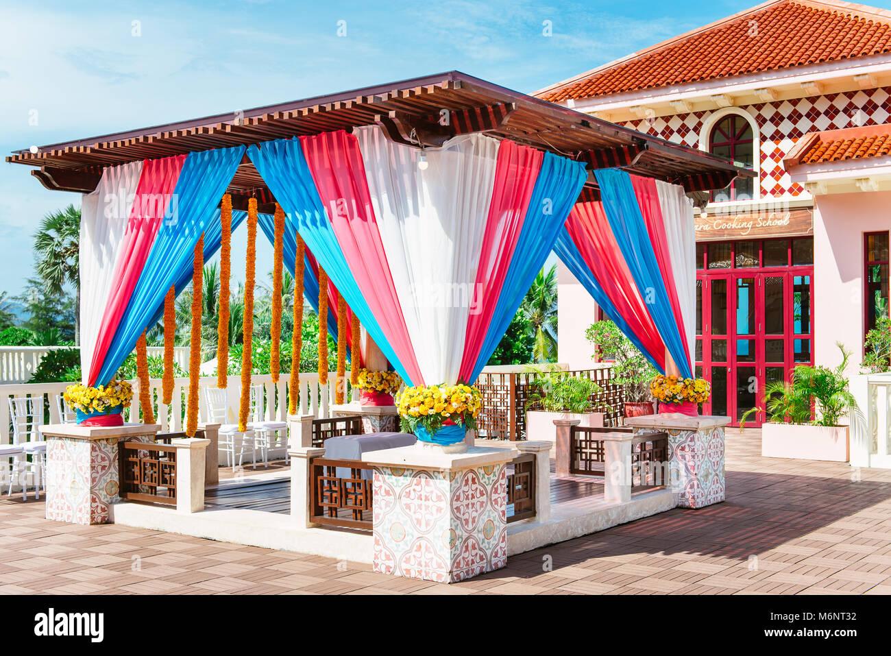 Mehndi Decoration Germany : Indian groom stock photos images alamy