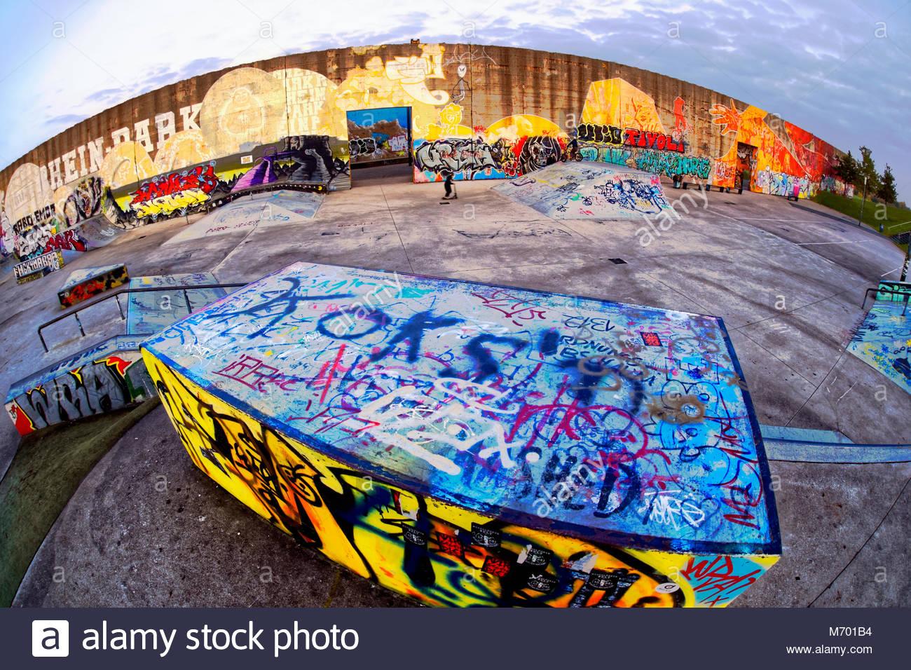 Graffiti Duisburg skatepark skateboarding recreation sport colourful colour graffiti