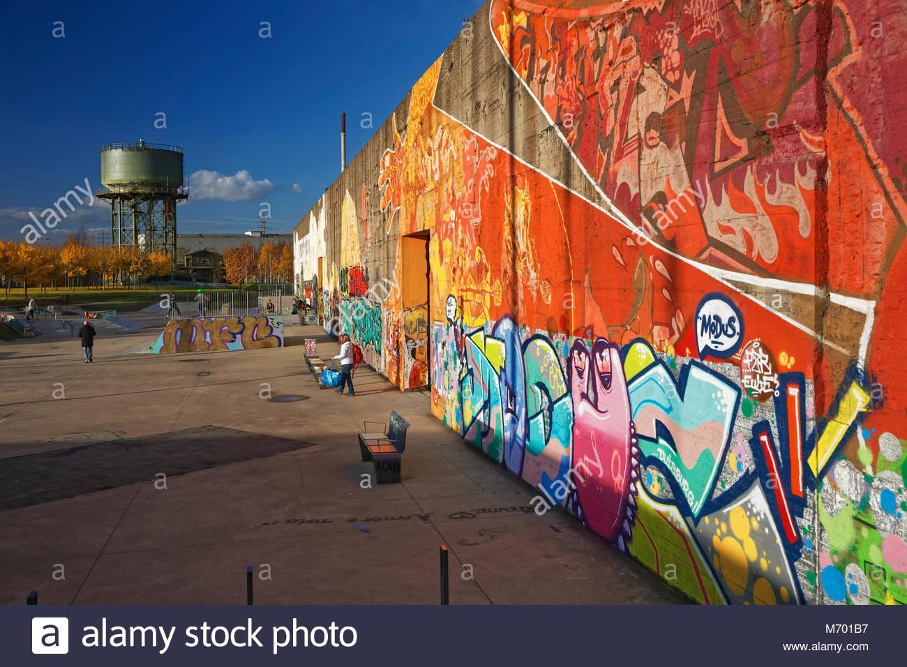 Graffiti Duisburg skatepark skateboarding sport concrete wall graffiti colourful