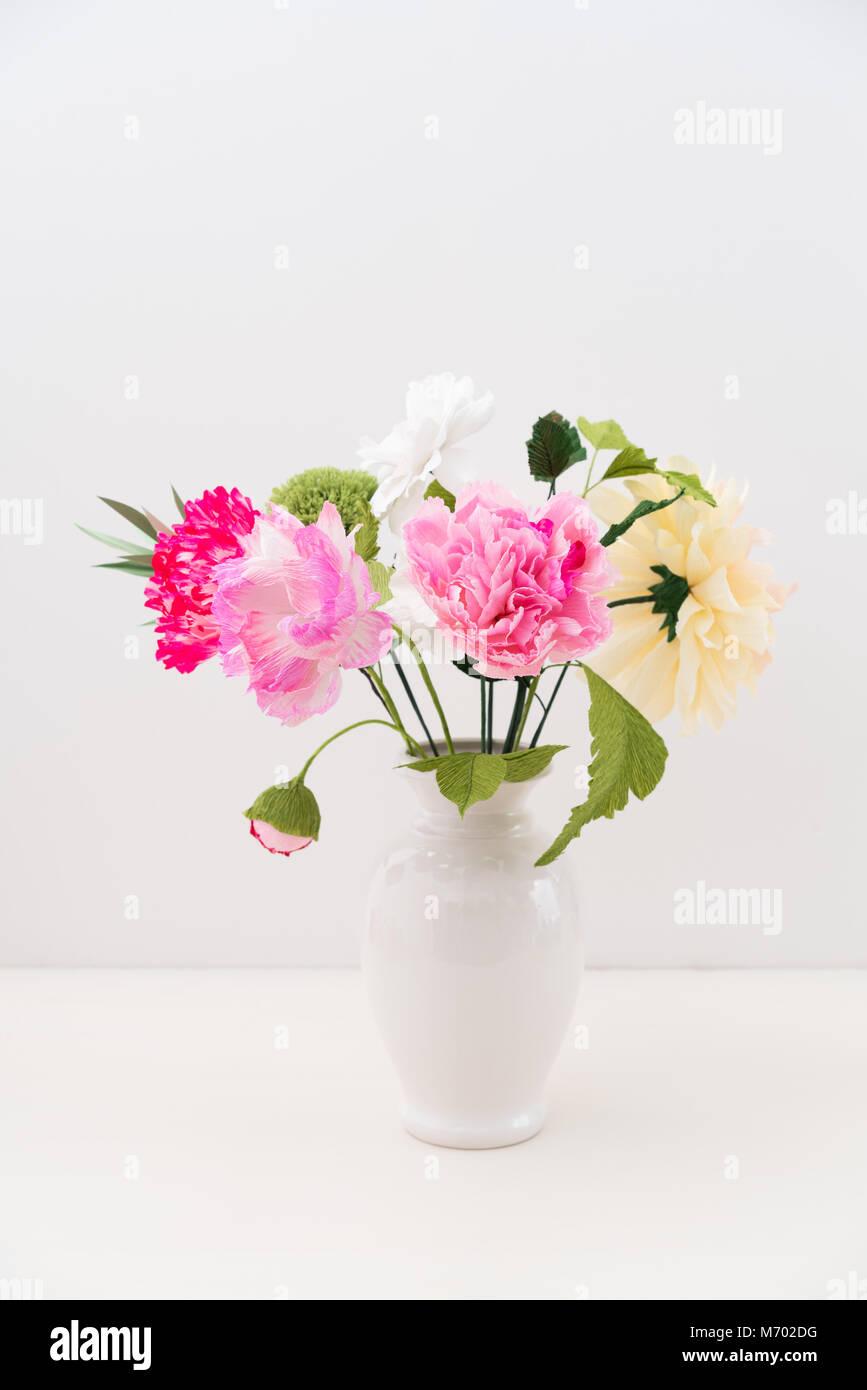 Crepe paper flower bouquet Stock Photo: 176408220 - Alamy