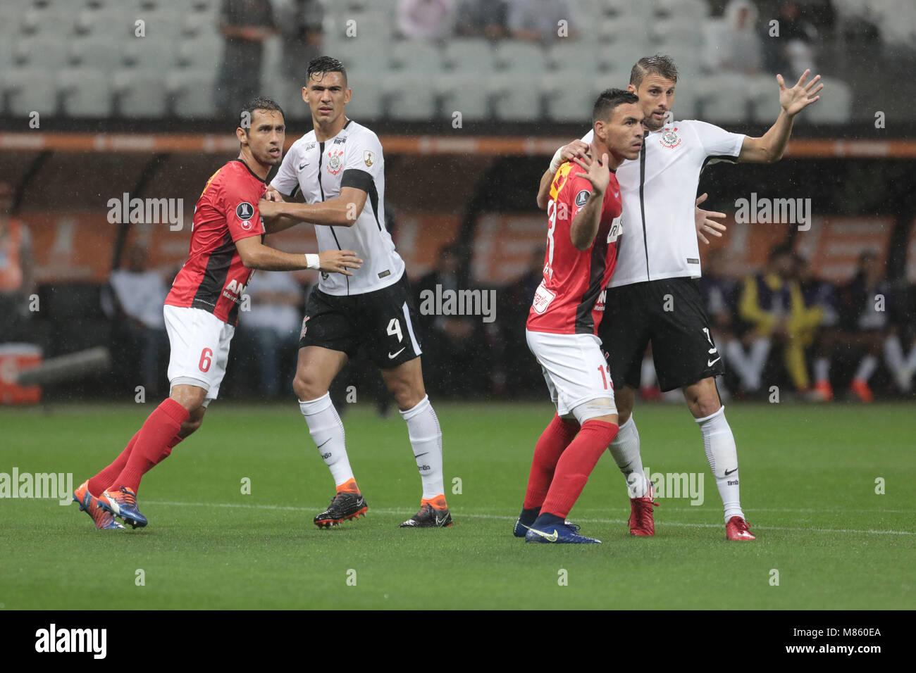 Sao Paulo Sp  Corinthians X Deportivo Lara Henrique And