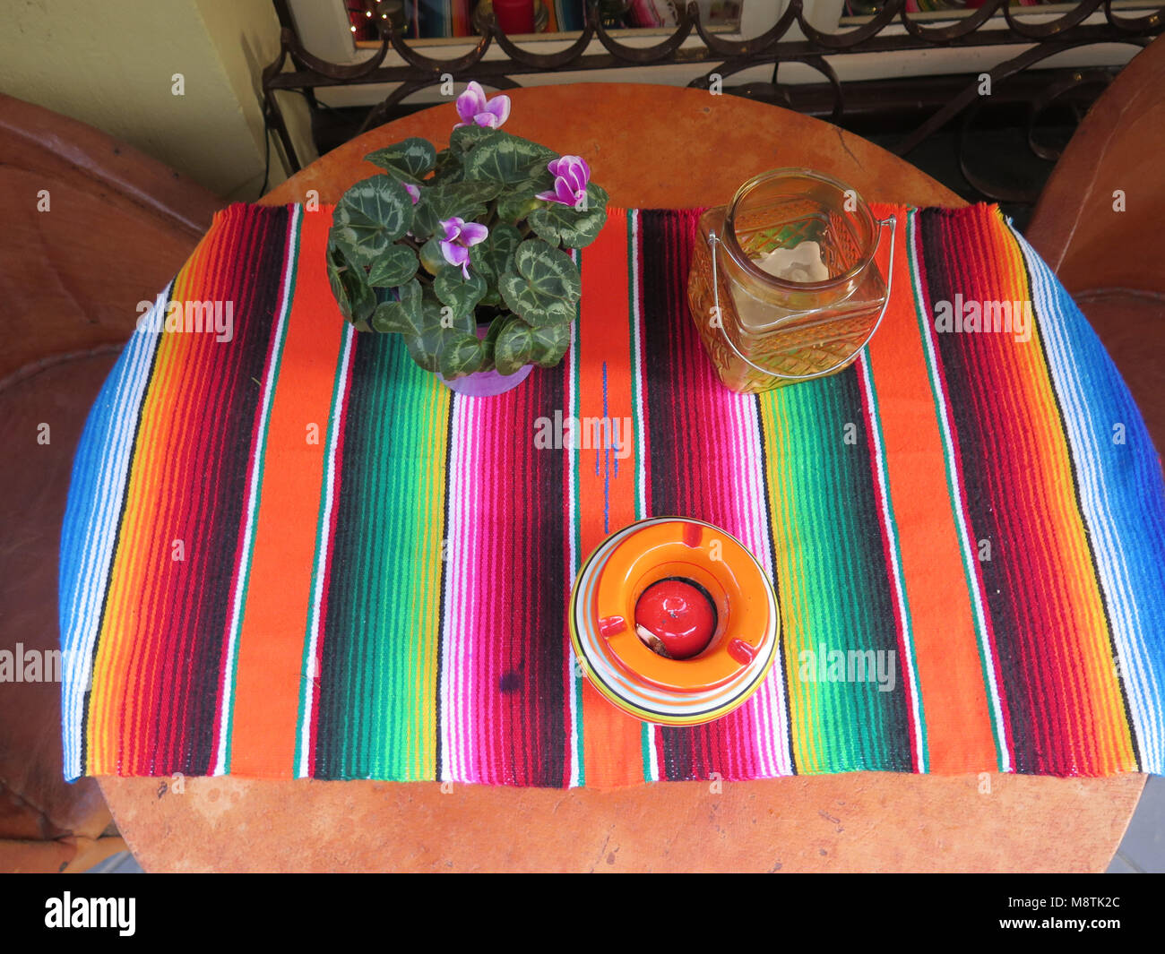 Colorful woven cloth table setting at pavement restaurant - Stock Image & Colorful Mexican Table Setting Restaurant Stock Photos \u0026 Colorful ...