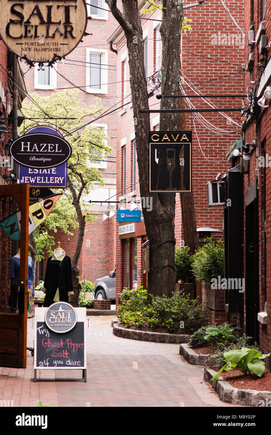 Portsmouth Nh Shopping >> A Shopping Alley In Historic Portsmouth New Hampshire Stock Photo