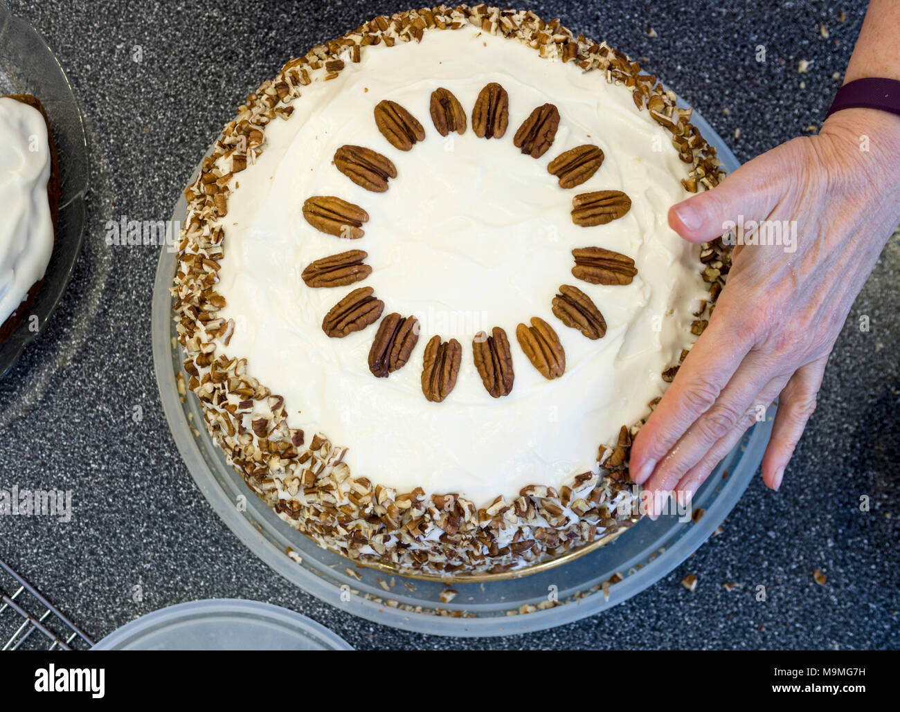 Icing A Carrot Cake For Ruths 90th Birthday Pre Party Stock Photo
