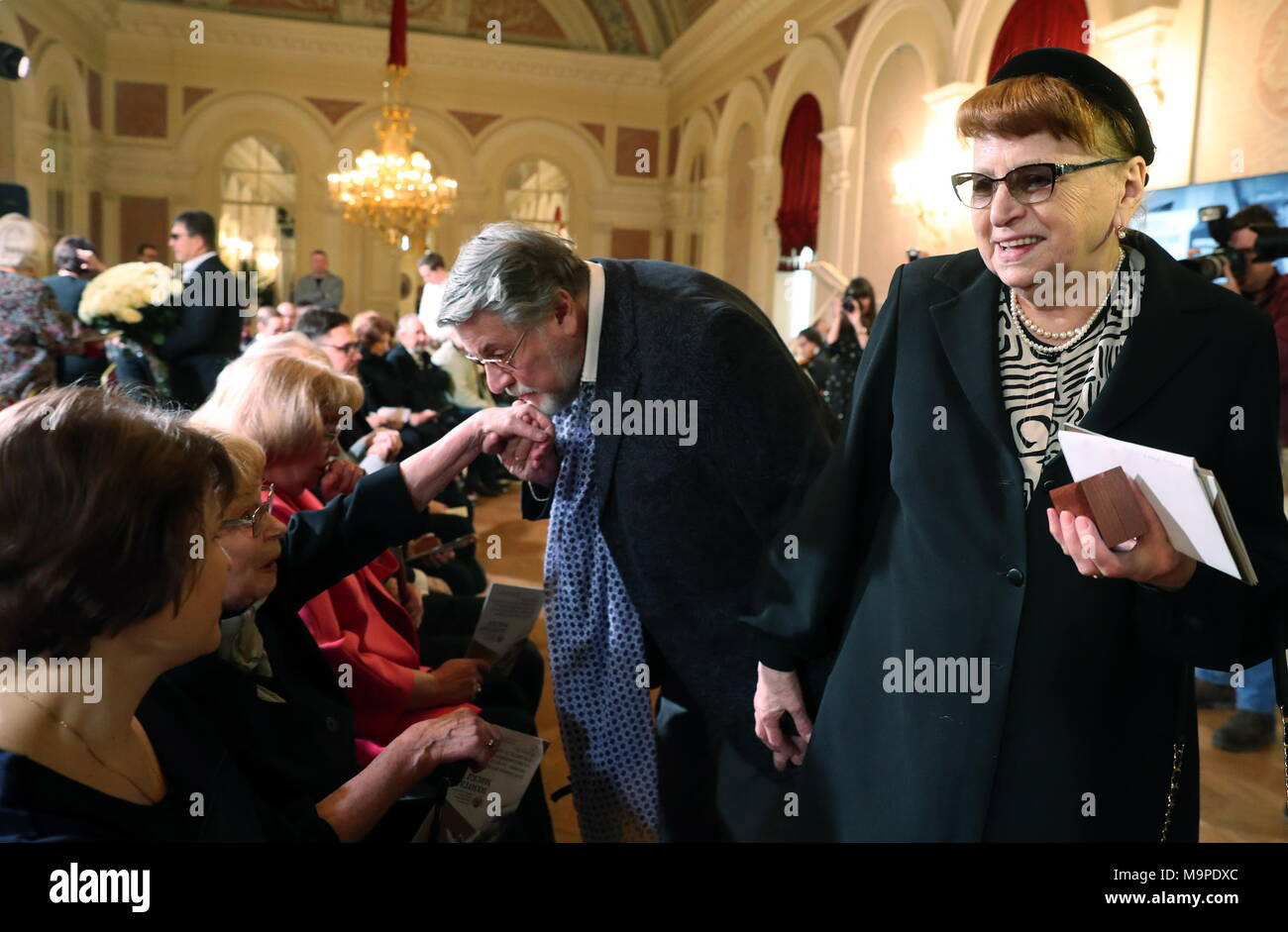 Alexander Shirvindt was hospitalized in Moscow due to heart problems 01/22/2016 50