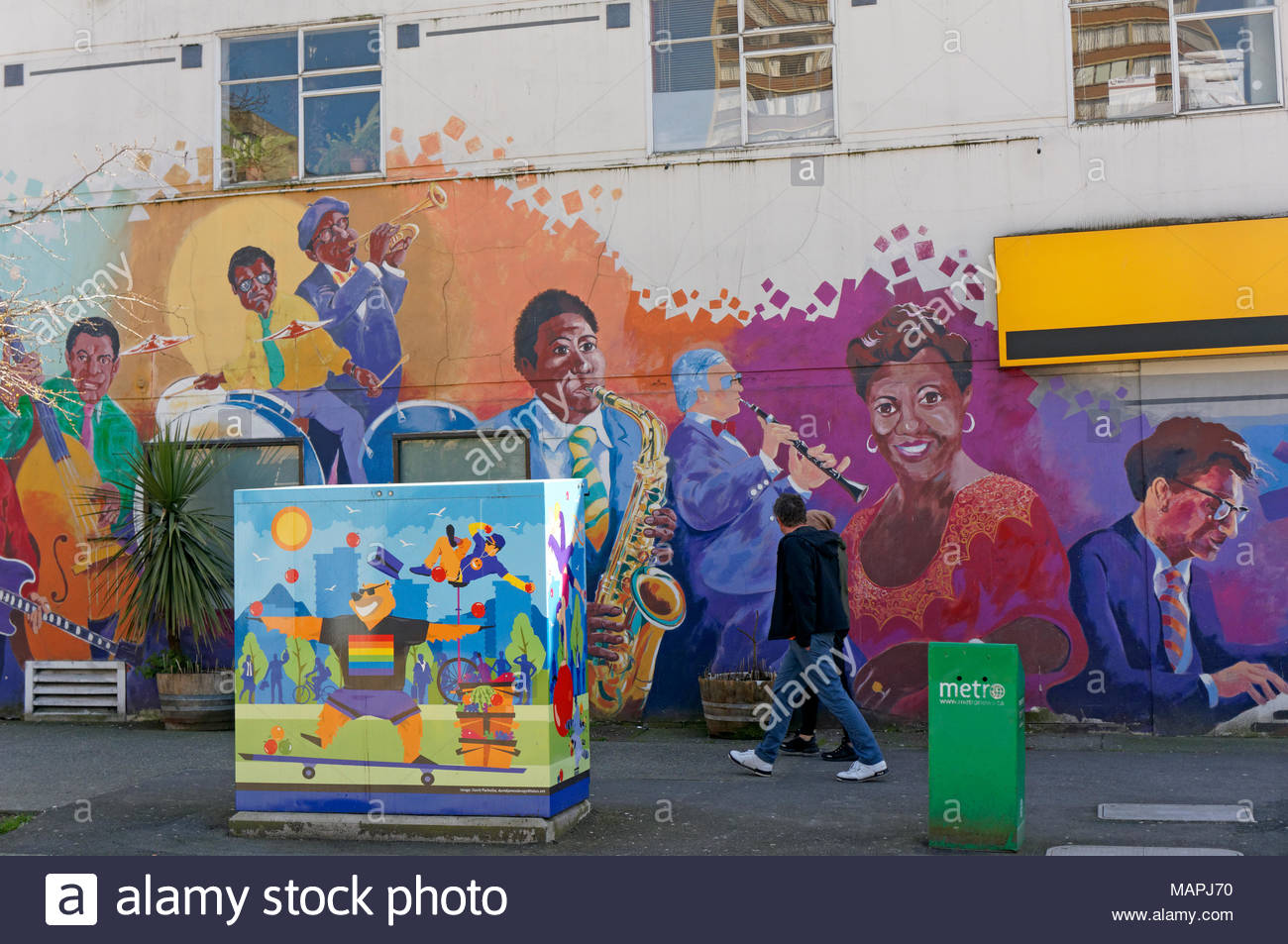 colorful-street-art-in-the-west-end-neig