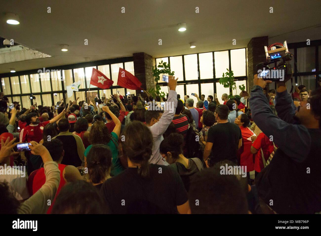 Aeroporto Sp : SÃo paulo sp 07.04.2018: movimentaÇÃo aeroporto de congonhas
