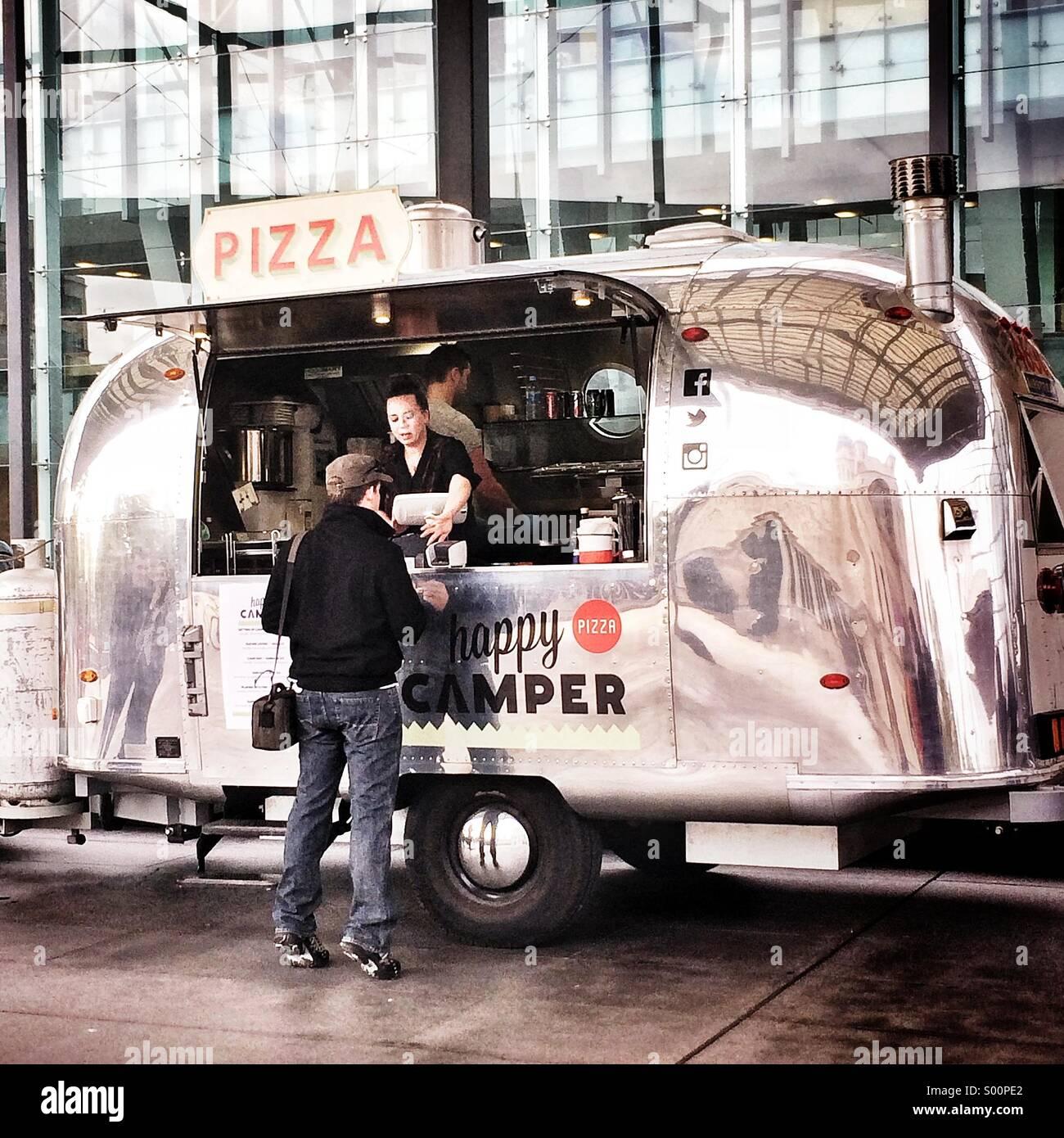 retro-pizza-truck-in-melbourne-S00PE2.jp