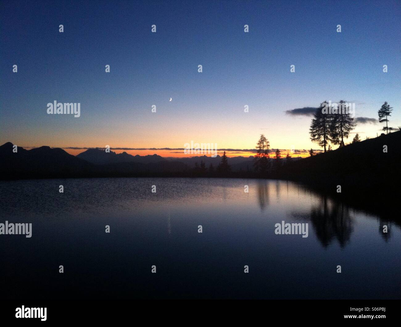 Mountain-Lake-Sunset-Reflection-With-Moo