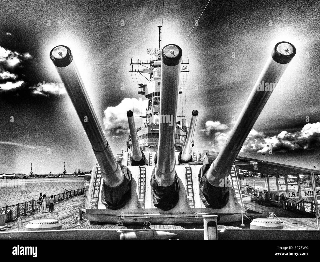 16_inch_guns_on_USS_Missouri-S073WX.jpg