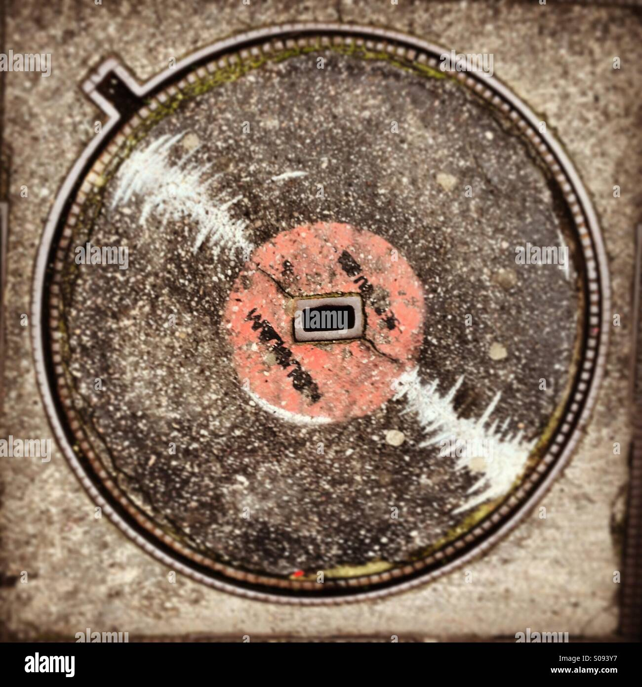 a-manhole-cover-painted-like-a-vinyl-in-