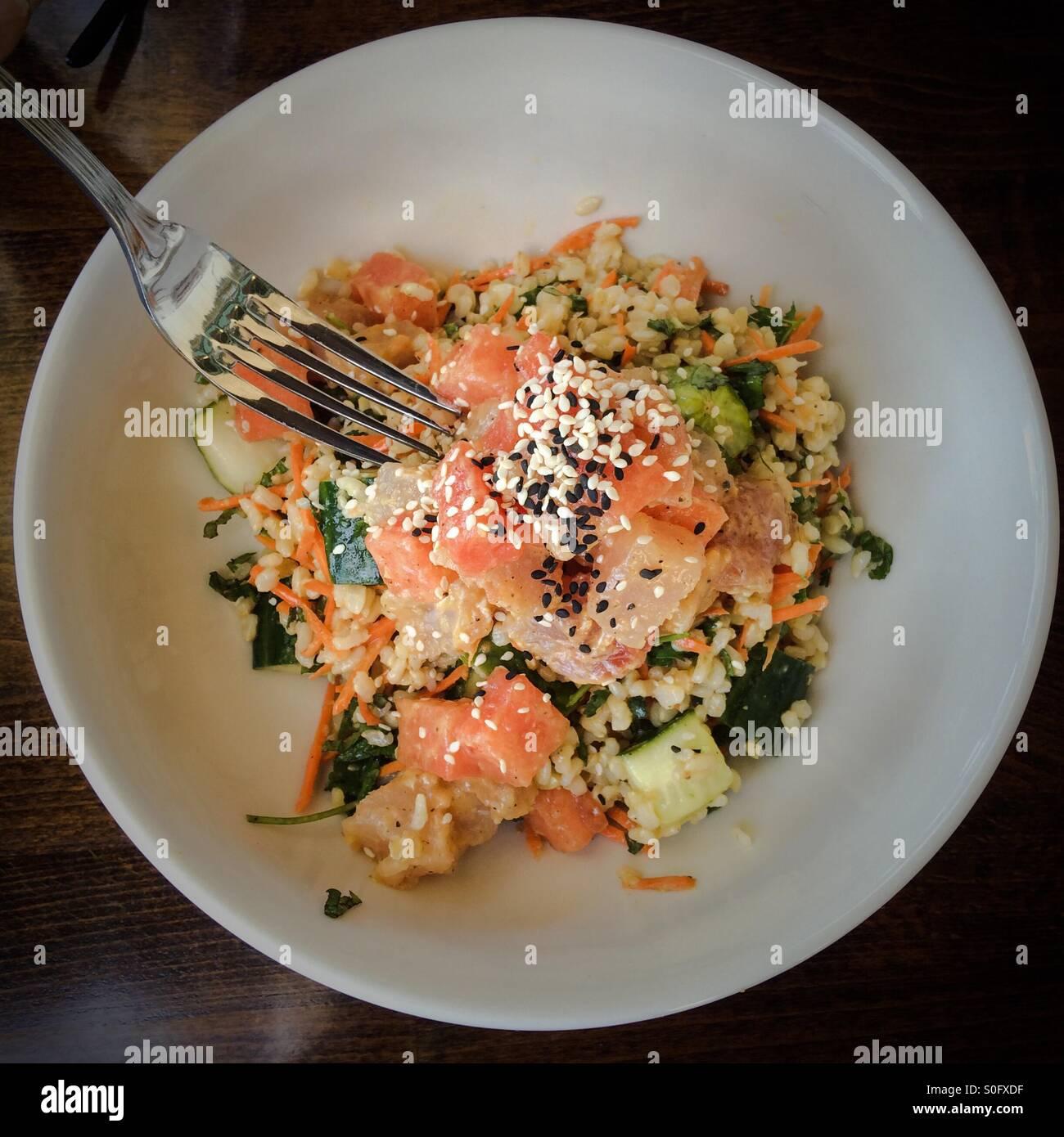 hawaiian-tuna-poke-salad-bowl-with-water