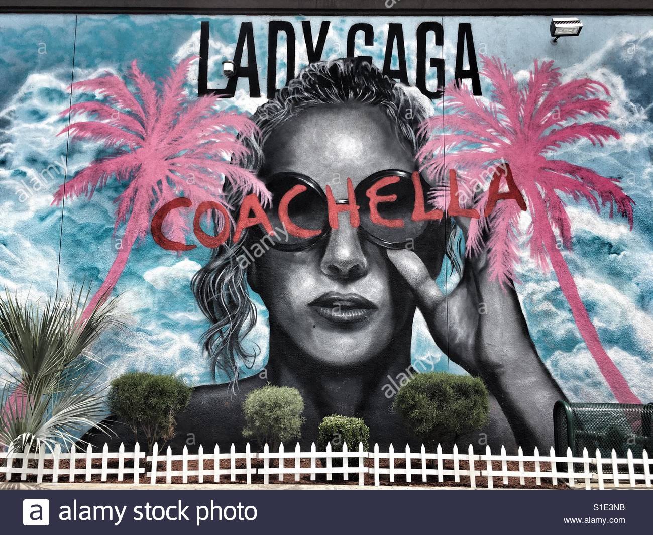 lady-gaga-mural-for-coachella-music-fest
