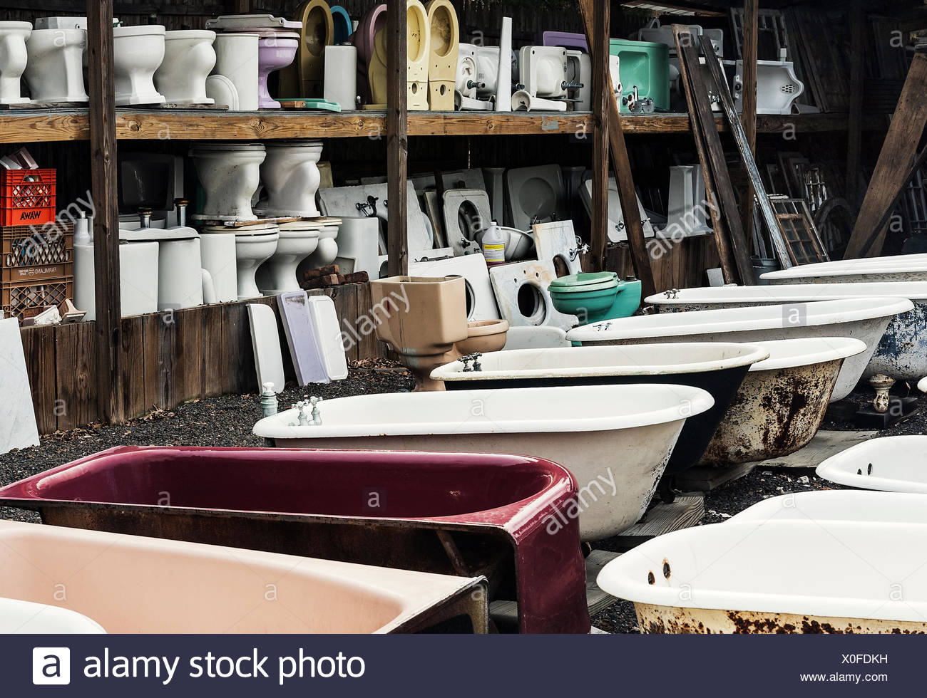 Reclaimed toilets and bath tubs at a salvage yard Stock Photo ...