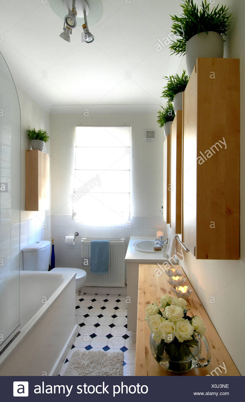 Chelsea appartment Bathroom interiwith white tiled walls, tiled ...