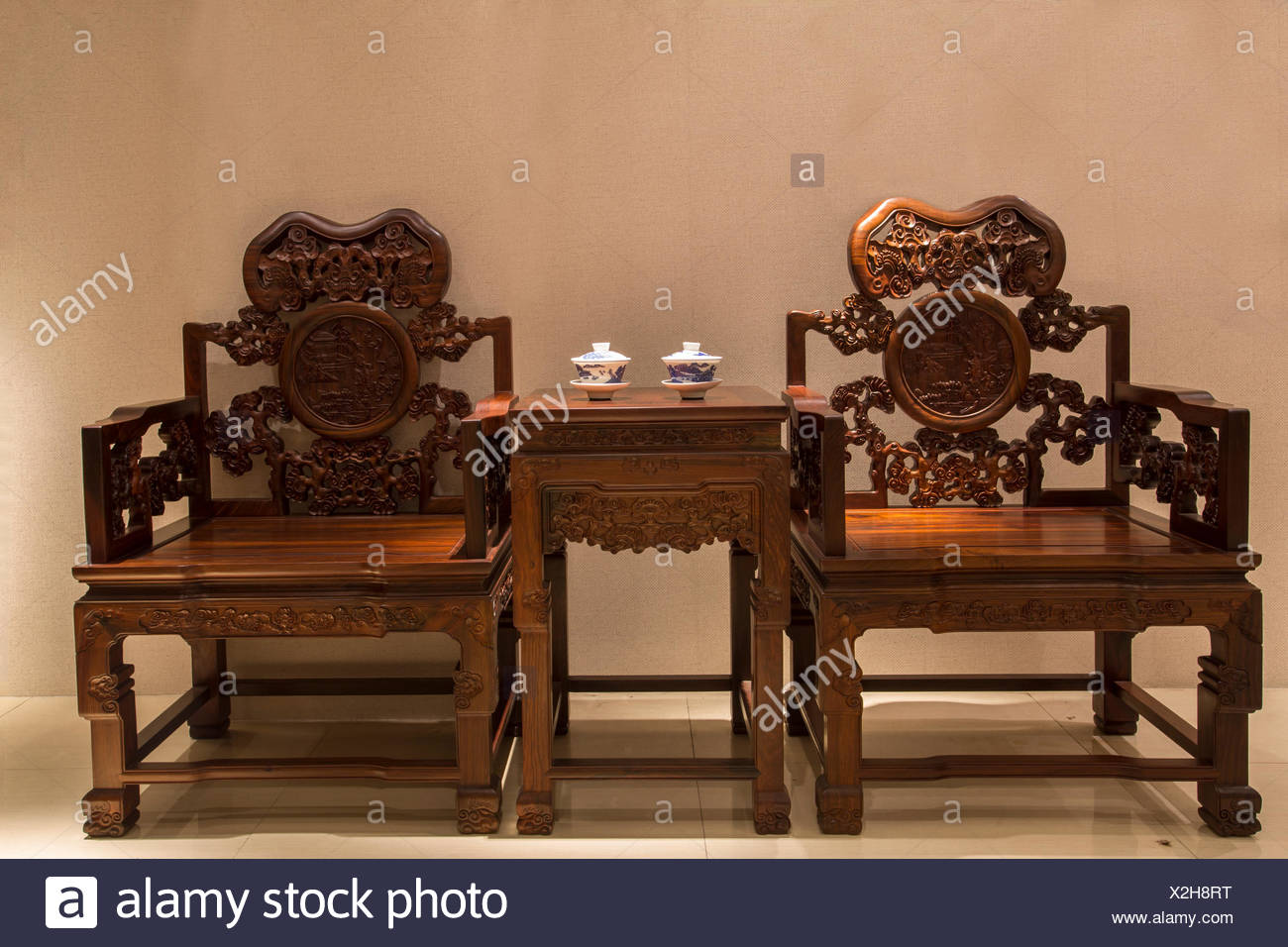 Merveilleux Traditional Chinese Woodcarving Furniture