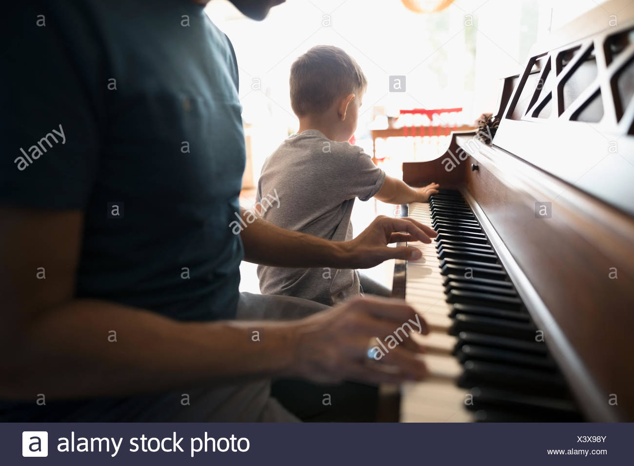 how to teach a toddler to play piano