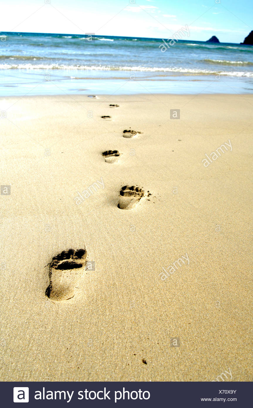 Old Fashioned Footprints In The Sand Wall Decor Composition - Wall ...