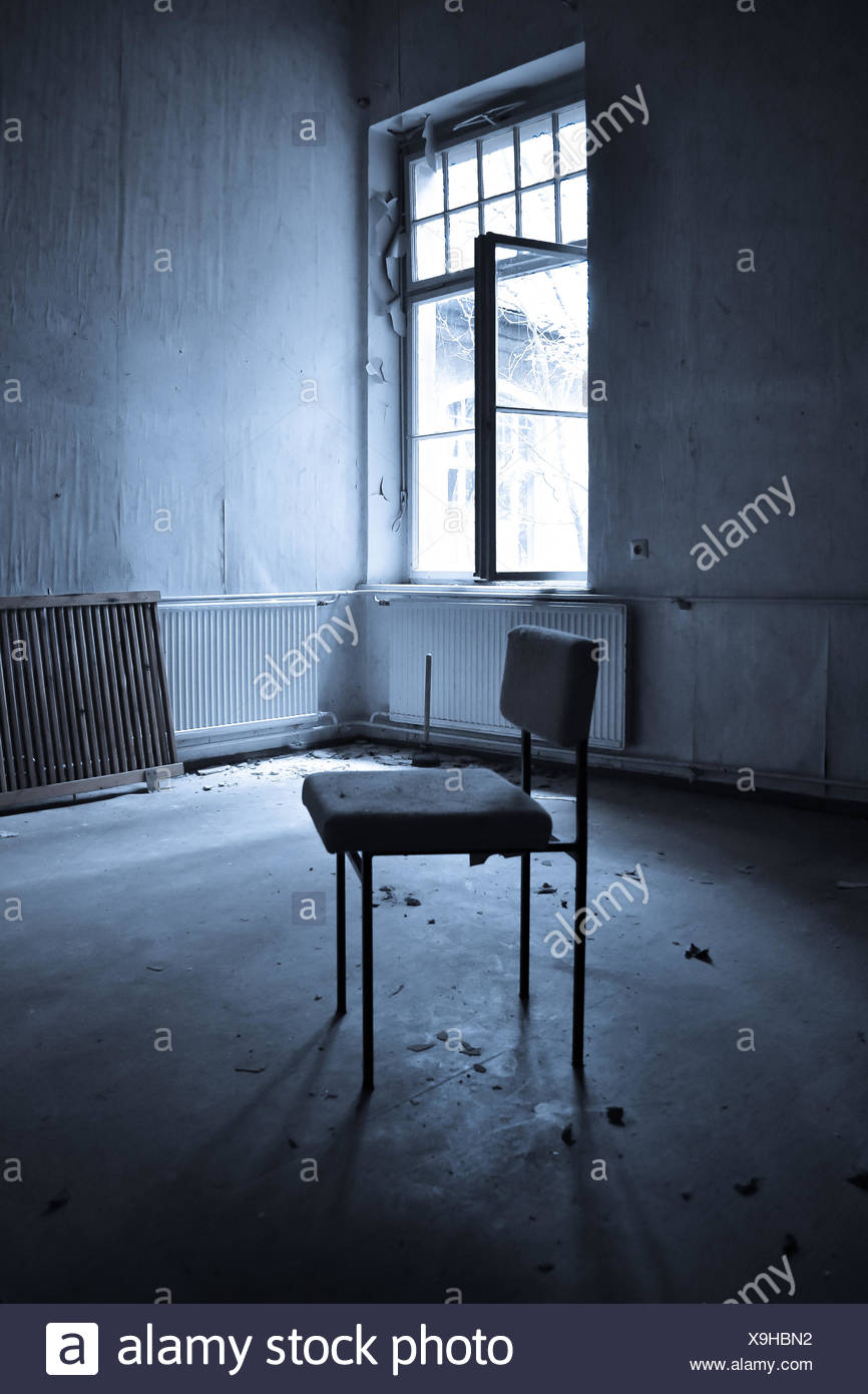 lonely chair Stock Photo: 281280190 - Alamy